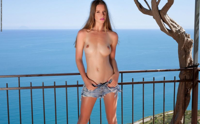 135 Hot Topless Babes In Jeans NSFW Photo Compilation