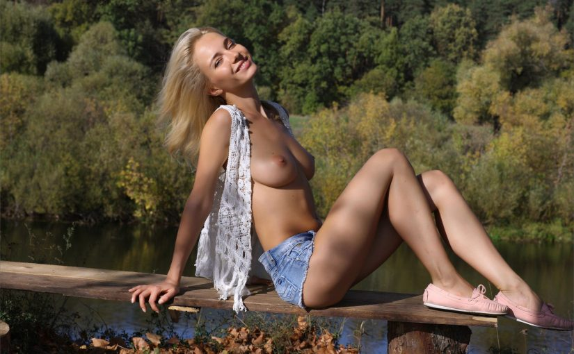 107 Sexy Topless Models In Jeans Photo Compilation